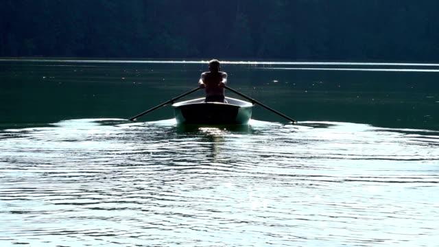 roeier in de boot
