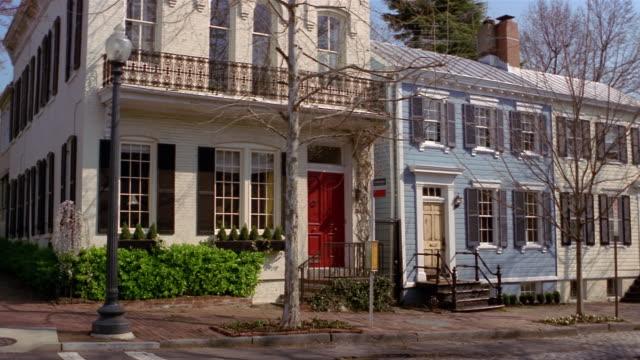 vídeos de stock, filmes e b-roll de rowhouses in georgetown, washington, dc - facade