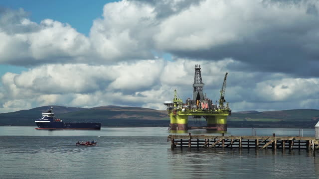 rowing boat approaching oil drilling platform - environmentalist stock videos & royalty-free footage