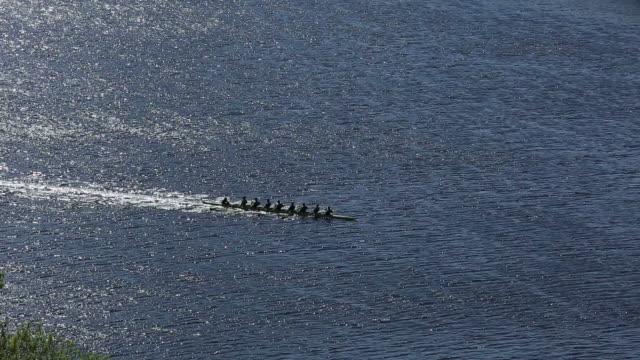 vídeos y material grabado en eventos de stock de equipo de remo - río charles