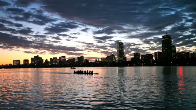 rudern den charles river, boston - back bay stock-videos und b-roll-filmmaterial