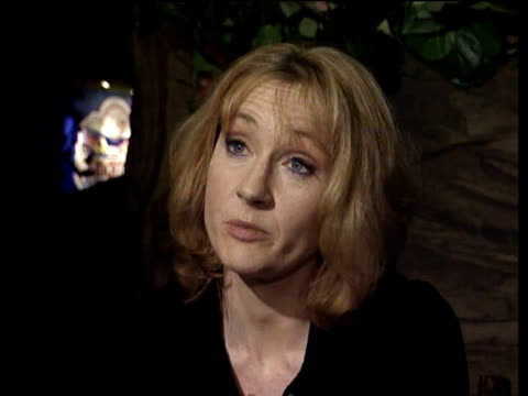 vídeos de stock e filmes b-roll de rowling describes writing final chapter of last 'harry potter' book well in advance of publication london; 2000 - literatura