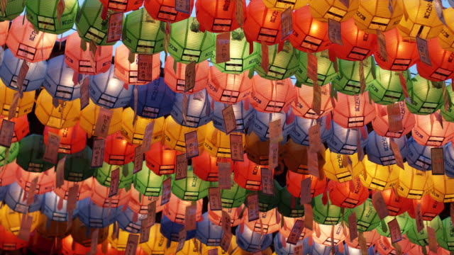vídeos y material grabado en eventos de stock de cu la rows of colorful paper lanterns with prayers at jogyesa temple, buddha's birthday, seoul, south korea - corea