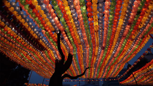 vídeos y material grabado en eventos de stock de ms la pan rows of colorful paper lanterns with prayers at jogyesa temple, buddha's birthday, seoul, south korea - corea