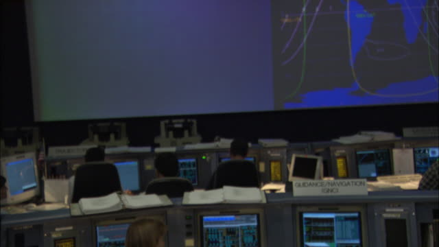 ms td rows of consoles with controllers in mission control room, houston, texas, usa - 中央管理室点の映像素材/bロール