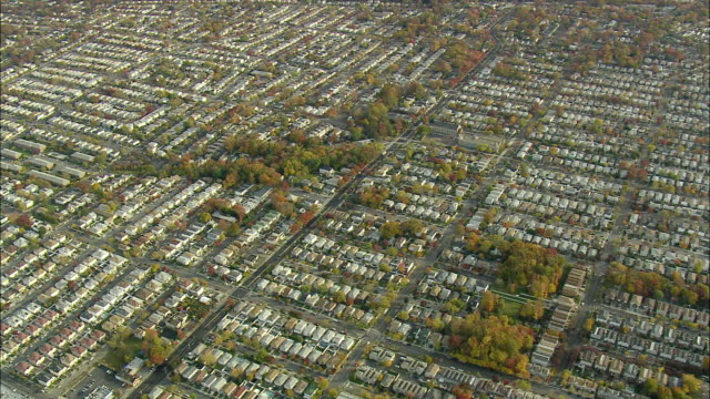 aerial ws rows of houses near great kills / new york city, new york, usa - anno 2008 video stock e b–roll