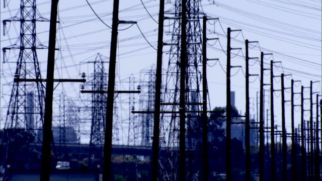 vídeos y material grabado en eventos de stock de rows of power lines in silhouette available in hd. - poste telegráfico
