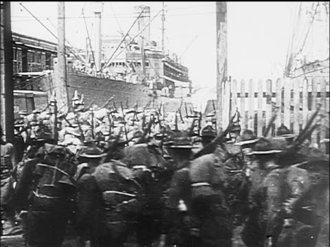 b/w 1917 rows of soldiers marching towards large ship / ww i / documentary - 1917 stock videos & royalty-free footage