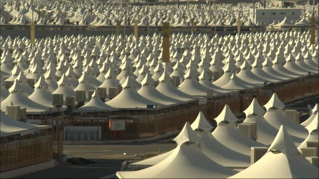 vídeos y material grabado en eventos de stock de rows of tents comprise mina in mecca. - mina