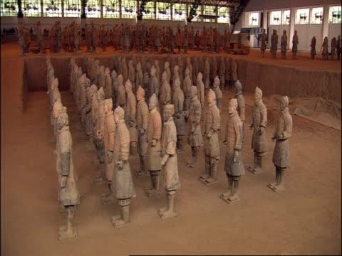 rows of terracotta warriors on display, museum of qin, xian, china - terrakotta armee stock-videos und b-roll-filmmaterial