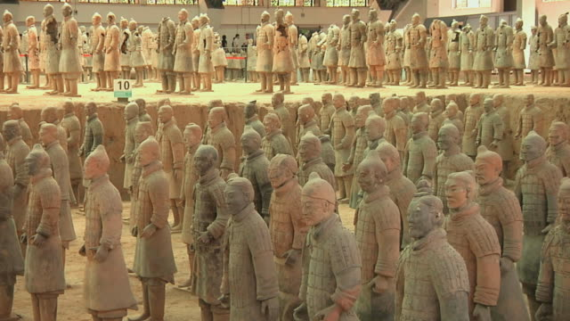 ws rows of terracotta warriors / xi'an, shanxi, china - stone object stock videos and b-roll footage