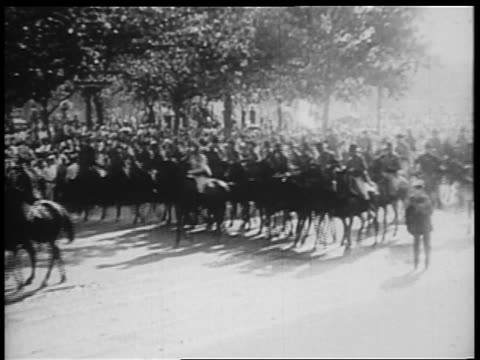 b/w 1932 rows of us troops riding horses down pennsylvania ave / bonus march / washington dc - herbivorous stock videos & royalty-free footage