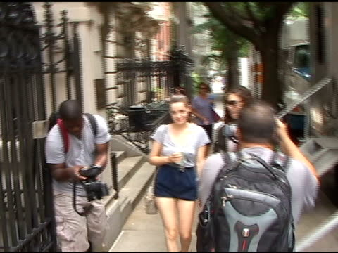 roxane mesquida stares down the paparazzi while on the set of 'gossip girl' in new york 07/13/11 - staring stock videos & royalty-free footage