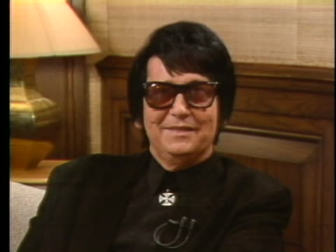 roy orbison discusses his trademark growl. - music or celebrities or fashion or film industry or film premiere or youth culture or novelty item or vacations stock videos & royalty-free footage