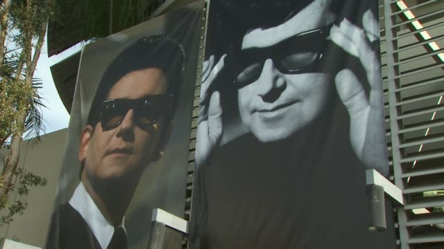 vídeos de stock, filmes e b-roll de roy orbison honored posthumously with a star on the hollywood walk of fame hollywood ca united states 01/29/10 - chris isaak
