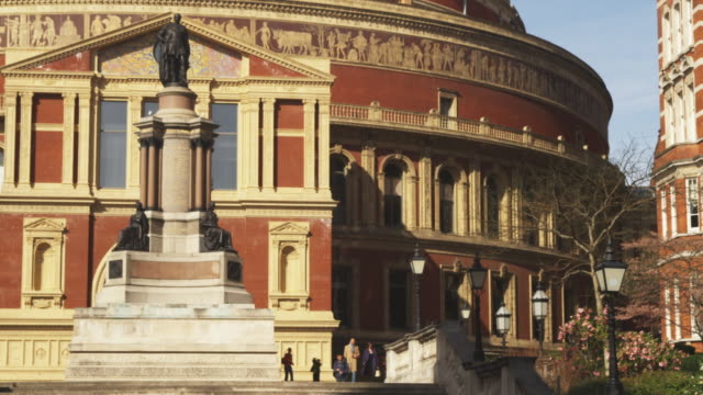 vídeos de stock, filmes e b-roll de ms pan royal albert hall, london, united kingdom - royal albert hall