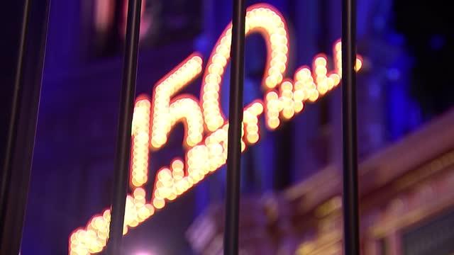 vídeos de stock, filmes e b-roll de royal albert hall preparing for 150th birthday celebrations; england: london: royal albert hall: int wide shot auditorium various of david arnold... - royal albert hall
