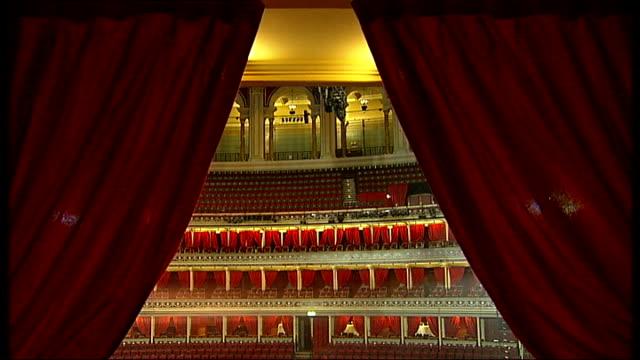 vidéos et rushes de royal albert hall to encourage rock acts england london royal albert hall general views inside empty royal albert hall mirror ball hanging from... - royal albert hall