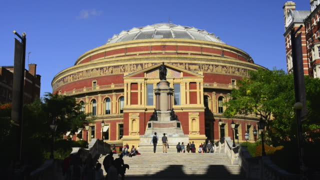 vídeos de stock, filmes e b-roll de royal albert hall - royal albert hall