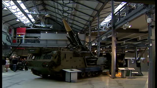 royal artillery to move from woolwich barracks various shots of military items on display in museum and visitors about artillery piece on display... - ウールウィッチ点の映像素材/bロール