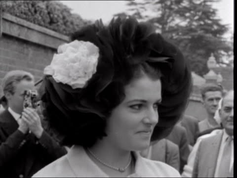 ***also england berkshire ascot racecourse interview woman with large hat sof interview woman with large hat sof - イギリス バークシャー点の映像素材/bロール