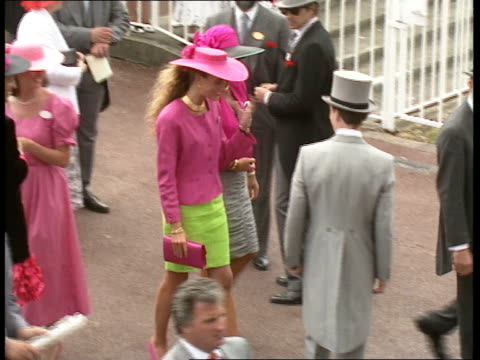 ladies day 10 other members of public duchess of york along through enclosure with duke of york prince of wales [prince charles] along chatting man... - königshaus stock-videos und b-roll-filmmaterial