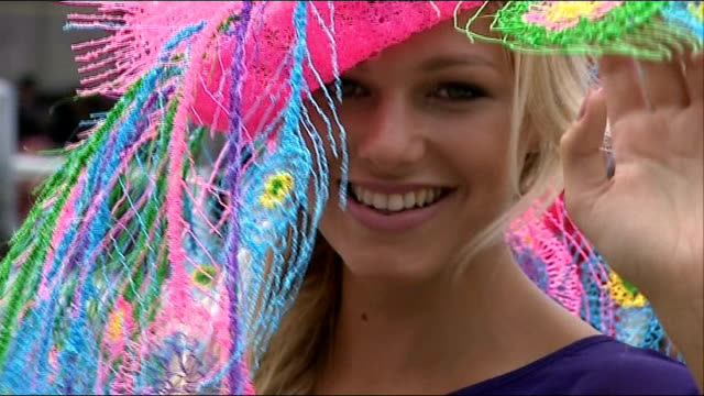royal ascot ladies day; england: berkshire: ascot: ext various shots of women spectators sporting exotic hats - イギリス アスコット競馬場点の映像素材/bロール