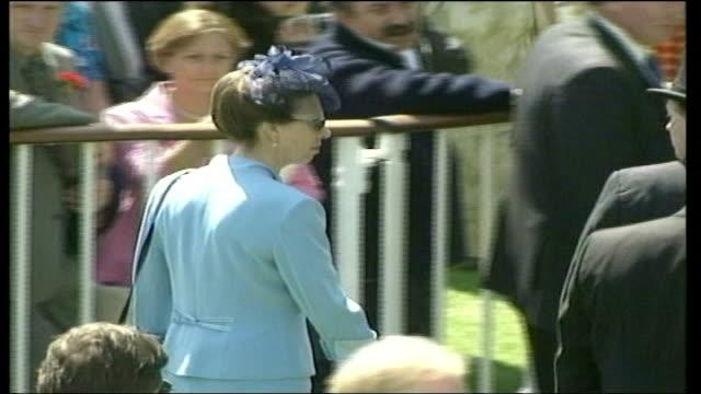 royal family at ascot; england: berkshire: ascot: ext zara phillips walking along with boyfriend richard johnson / princess anne walking along /... - ロイヤルアスコット点の映像素材/bロール