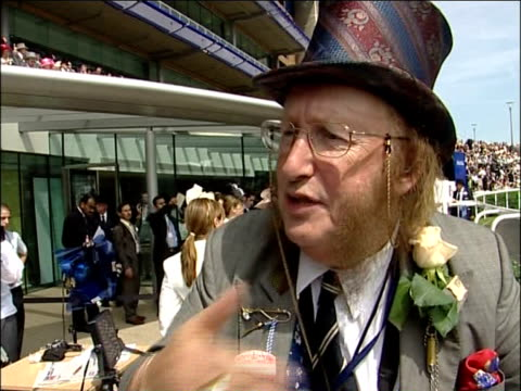 stockvideo's en b-roll-footage met royal ascot royal party / racegoers john mccririck interview sot talks of royal ascot separating poor and rich people / for the nobs and posh people... - john mccririck