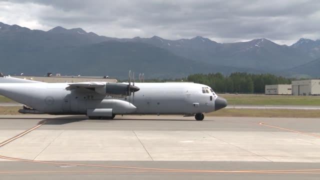 royal australian air force participating in red flag 142 - bak och fram bildbanksvideor och videomaterial från bakom kulisserna