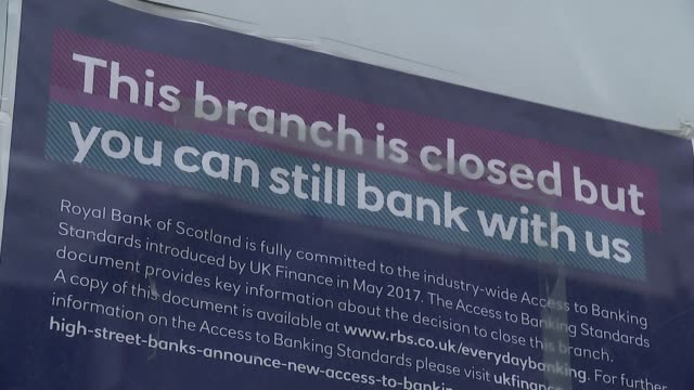 vidéos et rushes de royal bank of scotland customers face online banking glitches; england: london: piccadilly: general views closed rbs bank branch on corner of... - haymarket
