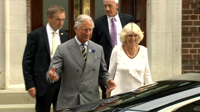day's events up to hospital departure england london st mary's hospital lindo wing ext prince charles prince of wales and camilla duchess of cornwall... - 退院点の映像素材/bロール