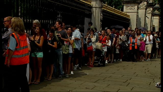 day's events up to hospital departure people queue outside buckingham palace to take photographs of easel in palace forecourt announing royal birth... - easel stock videos and b-roll footage