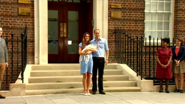 vídeos y material grabado en eventos de stock de duke and duchess of cambridge leave hospital with their newborn baby england london paddingon st mary's hospital lindon wing throughout** prince... - 2013