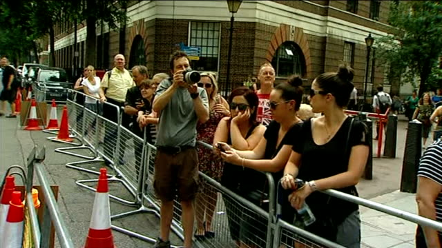 stockvideo's en b-roll-footage met reaction in uk and around the world board showing odds for possible royal baby names people waiting behind barrier police officers outside lindo wing - mogelijk