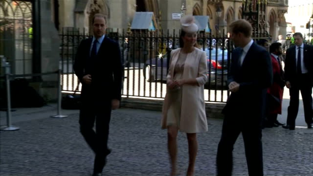 royal photographer arthur edwards interview lib / 462013 westminster abbey ext prince william catherine and prince harry arriving at westminster... - 礼拝点の映像素材/bロール