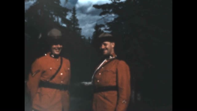 royal canadian mounted police laugh with a tourist in the late 1930's from a home movie archive. - 1930 1939点の映像素材/bロール