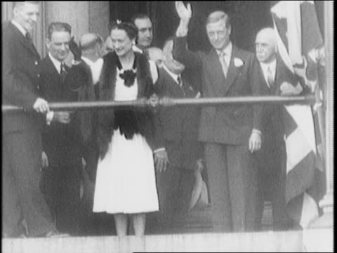 royal couple get out of car climb stairs to baltimore city hall / edward viii and wallis simpson duke and duchess of windsor wave to crowd / montage... - wallis simpson stock videos & royalty-free footage