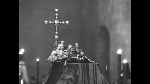 royal crown scepter and orb on coffin with candles / flowers on carpet embroidered with a crown and candlestick / regalia on coffin - 1952 bildbanksvideor och videomaterial från bakom kulisserna