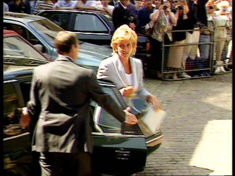 royal divorce made absolute; nao: england: london: jay mews: english national ballet tlms diana, princess of wales out of car & greets derek... - 離婚点の映像素材/bロール