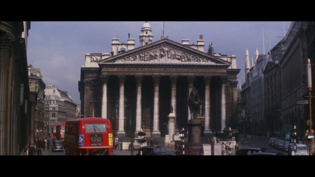 vídeos de stock, filmes e b-roll de 1964 - royal exchange building, guildhall - bolsa de valores de londres