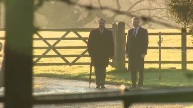vídeos de stock e filmes b-roll de royal family arriving for christmas day service at sandringham england east anglia norfolk sandringham ext prince edward earl of wessex and his... - east anglia