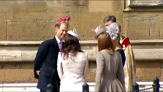 vidéos et rushes de royal family attend easter day service england berkshire windsor windsor castle st george's chapel ext **organ music heard sot** princess eugenie... - service religieux