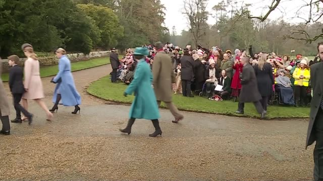 vídeos de stock e filmes b-roll de royal family attends christmas day service at sandringham england norfolk sandringham prince charles prince of wales prince william duke of cambridge... - princesa