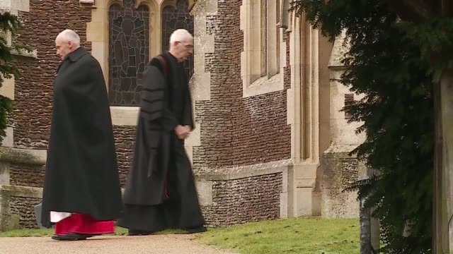 royal family attends christmas day service at sandringham england norfolk sandringham queen elizabeth ii departs church followed by other royals /... - 礼拝点の映像素材/bロール