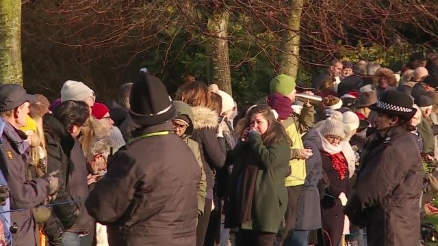 royal family attends christmas day service at sandringham; england: norfolk: sandringham: ext gvs people waiting outside church. - 王室点の映像素材/bロール