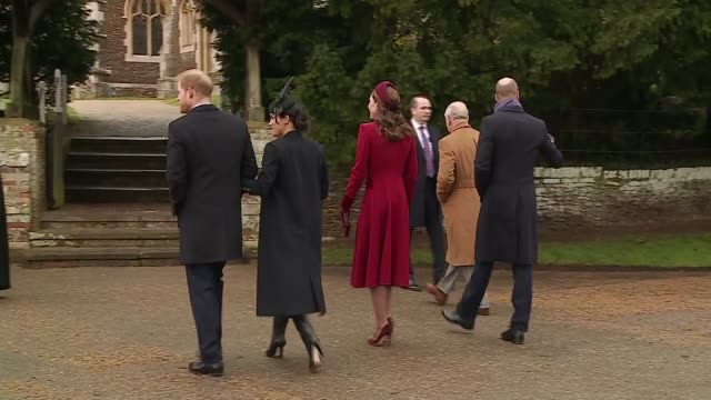 vidéos et rushes de royal family attends christmas day service at sandringham england norfolk sandringham ext prince charles prince of wales prince william duke of... - service religieux