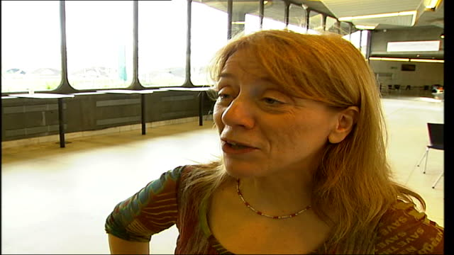 royal festival hall choir auditions; mary king interview sot - ロイヤルフェスティバルホール点の映像素材/bロール