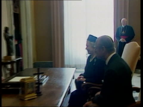 royal footage clipreel; hm the queen & prince phillip meet pope john paul ii at vatican original tape no: 64164 - pope john paul ii stock videos & royalty-free footage