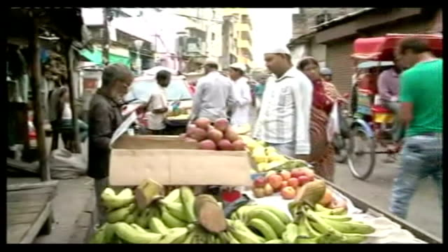 royal footman returns to india after is visa runs out india calcutta ext gvs of people motorbikes and rickshaws along in busy street fruit and... - victoria memorial kolkata stock videos and b-roll footage